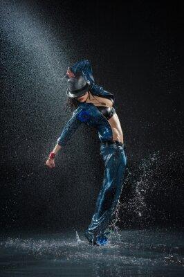 Obraz Wet kobieta taniec. Pod waterdrops. Studio photo
