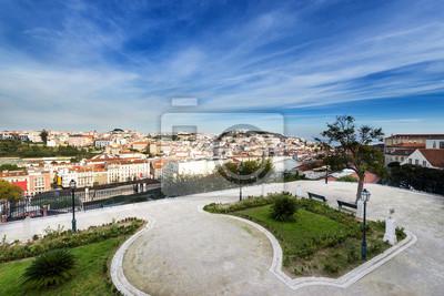 Widok na centrum Lizbony z punktu widzenia São Pedro de Alcântara