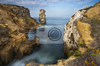 Widok na morze i skały w Peniche, Portugalia