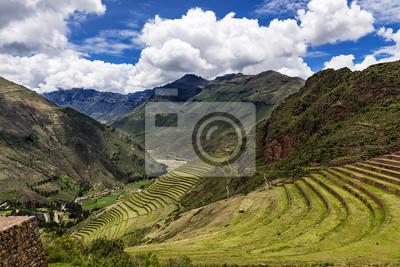 Widok Sacred Valley i starożytnych tarasy Inków Pisac, Peru.