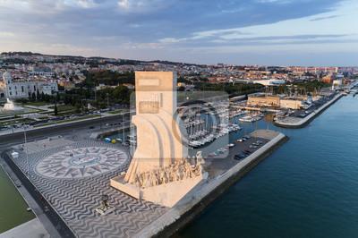 Widok z lotu ptaka dzielnicy Belém w mieście Lizbona o zachodzie słońca; Koncepcja podróży w Portugalii i wizyta w Lizbonie