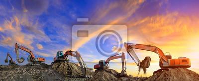 Obraz Wiele koparek pracuje na budowie o zachodzie słońca, widok panoramiczny