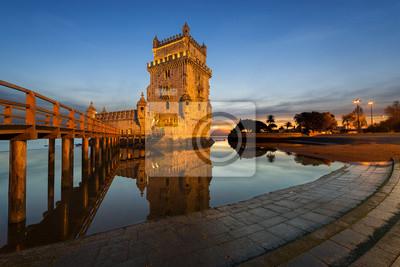 Wieża Belem w Lizbonie o zachodzie słońca