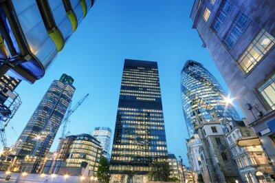 Obraz Wieżowce w City of London w nocy.