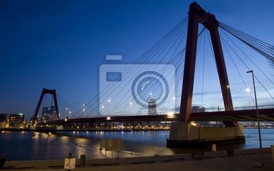Willemsbrug Bridge w Rotterdamie nad rzeką Nieuve-Maas