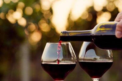 Obraz Wlewanie wina czerwonego