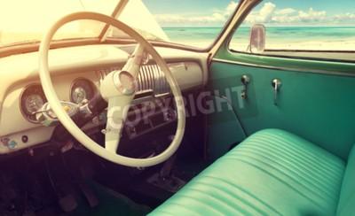 Obraz Wnętrze klasycznym rocznika samochodu -parked morzem w lecie