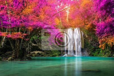 Obraz Wodospad w lesie jesienią