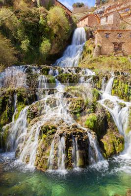 Wodospad w Orbaneja del Castillo, w prowincji Burgos, Hiszpania