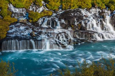 Wodospad wśród kolorów jesieni