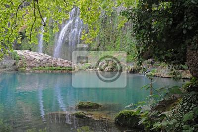 Wodospady i niebieskie jezioro - Kursunlu Park