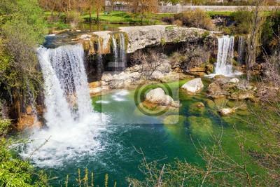 Wodospady Jerea rzeki w Pedrosa de Tobalina, w prowincji Burgos, Hiszpania