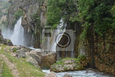 wodospady na klifie