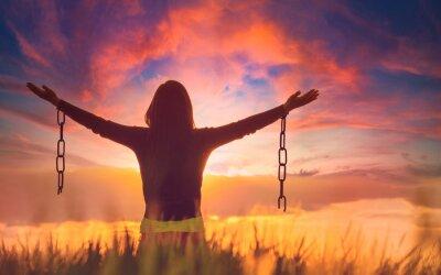 Obraz Woman feeling free in a beautiful natural setting.