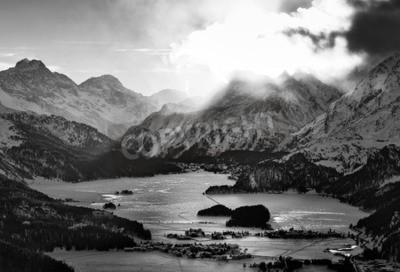 Obraz Wysoki widok na dolinę z wioskami Engadin Sils Maria nienawiści gdzie mieszkał filozof Nietzsche