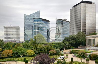 Wysokie budynki w pochmurny dzień w Brukseli, Belgia