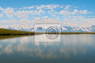Wysokie górskie jezioro