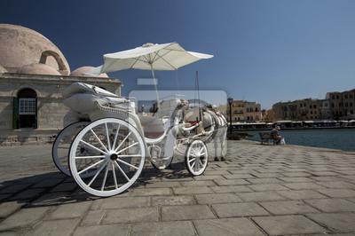 конаая повозка на набережной в г. Ретимно, Крит, Греция