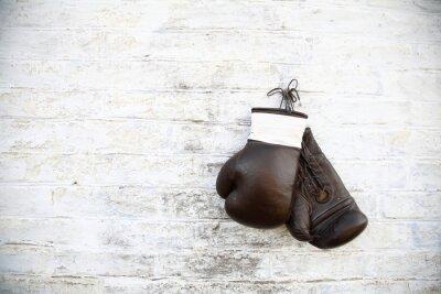 Obraz перчатки для бокса висят на стене