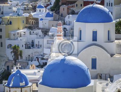 синие купола церквей города Ия