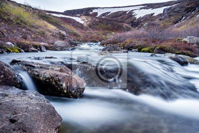 Steine w isländischem Bacha, langzeitbelichtung