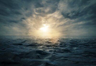 Obraz Zachód słońca na wzburzonym morzu