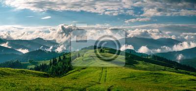 Obraz Zapierające dech w piersiach panoramę rano dzikiej przyrody wysoko w górach