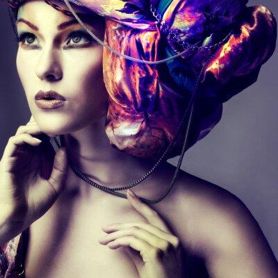 Obraz Zdjęcie pięknej dziewczyny w fryzurze z kolorowych tkanin