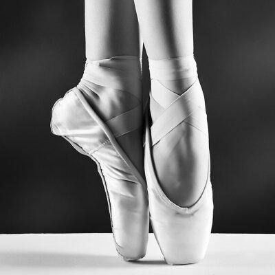 Obraz Zdjęcie pointes baleriny w na czarnym tle