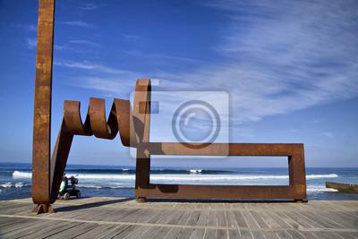 Żeliwny pomnik na wybrzeżu w Playa de las Americas, Teneryfa, S