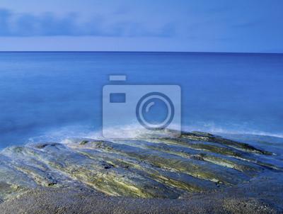 złocista plaża i błękitne morze