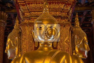 Złoty obraz Budda w świątyni Wat Phumin w Nan, Tajlandia