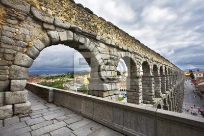 Znany i starożytny akwedukt Segovia