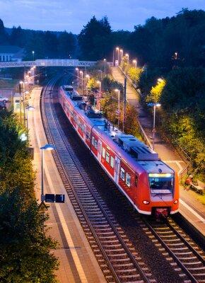 Plakat Abends Bahnhof Haltepunkt kolei miejskiej S-Bahn Nahverkehrszug