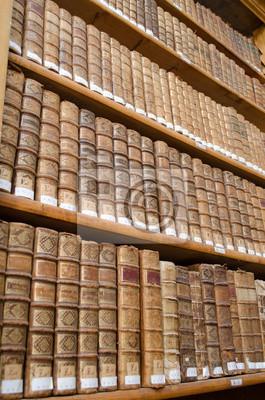 Plakat Antyczne Półki Biblioteczne Ze Starych Książek