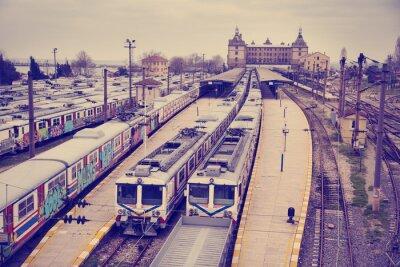 Plakat Archiwalne widok na stacji kolejowej Hardarpasa z niewykorzystanej starego graffiti na pociągach nieczynnej linii w Stambule