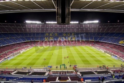 Plakat BARCELONA - 16 grudnia: Widok na stadion Camp Nou przed meczem Ligi Hiszpańskiej pomiędzy FC Barcelona i Atletico Madryt, końcowy wynik 4 - 1, w dniu 16 grudnia 2012 w Barcelonie, Hiszpania