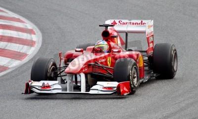 Plakat BARCELONA, Hiszpania - 18 lutego 2011: Fernando Alonso Ferrari team F1 jazdy jego samochód podczas Formuły Drużyny dni testów na torze Catalunya.