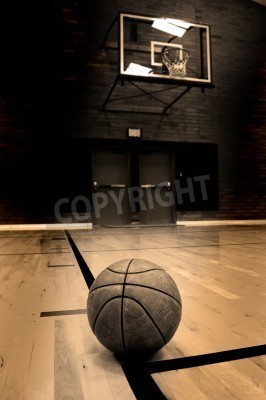 Plakat Basketball on court with hoop in the background