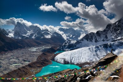 Plakat Beautiful turquoise lake high in the mountains. Nepal, Everest National Park. View from the Gokyo Peak (5,357 m).