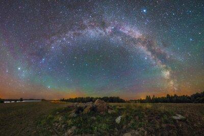 Plakat Bright Milky Way pod skałami