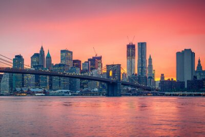 Plakat Brooklyn Bridge i Manhattan o zmierzchu