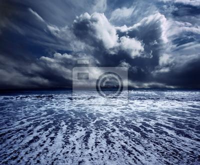 Burza ocean tle