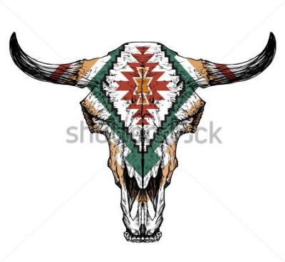 Plakat Byka / auroch czaszka z rogami na białym tle. z tradycyjnym ozdoby na głowie
