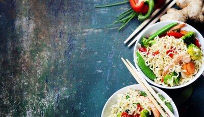 Plakat Chiński makaron z warzywami i krewetkami