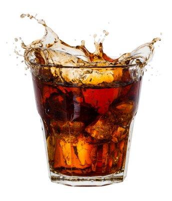 Plakat Cola powitalny z kostek lodu na białym tle. Z wycinek ścieżki
