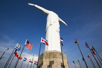 Plakat Cristo del Rey pomnik Cali z flagami świata i błękitne niebo, Col