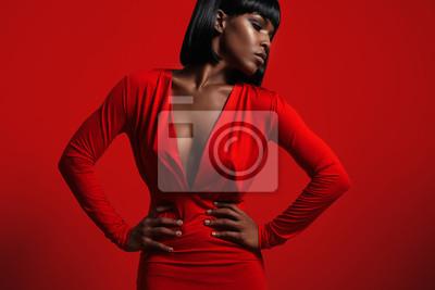 Plakat czarna kobieta w czerwieni