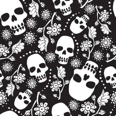 Czarny i biały bezszwowy wzór z kwiatami i czaszkami. Czarne tło.