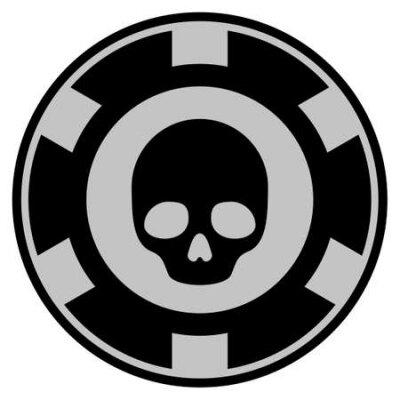 Czaszka czarny żeton kasyna ikona. Styl wektorowy to płaski symbol żetonu do gry zaprojektowany w kolorach czarnym i jasnoszarym.